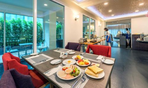 Anajak Bangkok Hotel photo 40