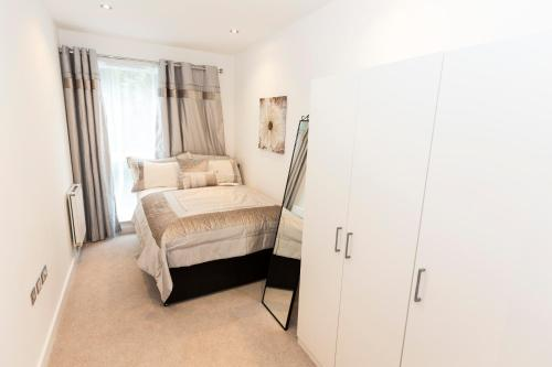 2 Bed Flat Regents Park photo 4