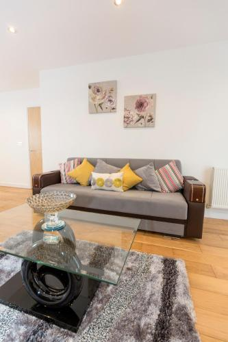 2 Bed Flat Regents Park photo 14