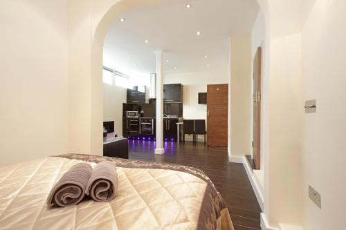 Cumberland Apartments, Marble Arch (London)