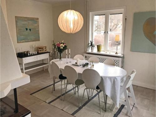 Three-Bedroom Holiday Home in Bromma photo 4
