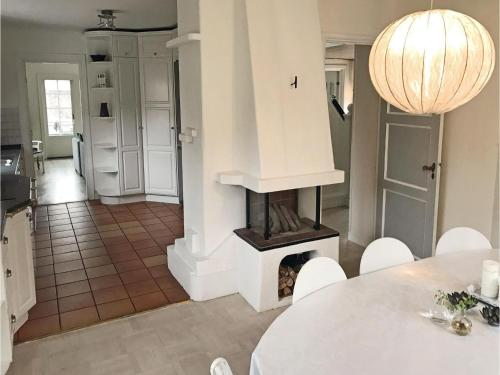 Three-Bedroom Holiday Home in Bromma photo 9