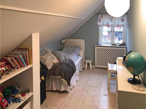 Three-Bedroom Holiday Home in Bromma photo 11