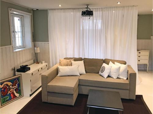 Three-Bedroom Holiday Home in Bromma photo 14