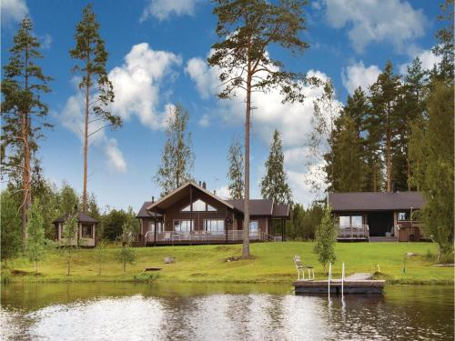 Three-Bedroom Holiday Home in Montola