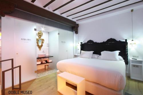 Deluxe Double or Twin Room Hotel Patria Chica 10