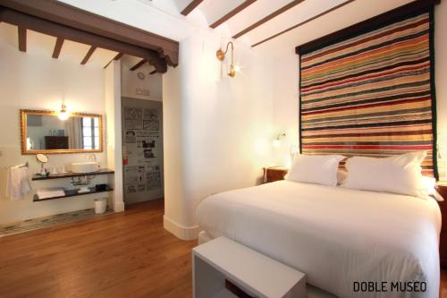 Deluxe Double or Twin Room Hotel Patria Chica 13