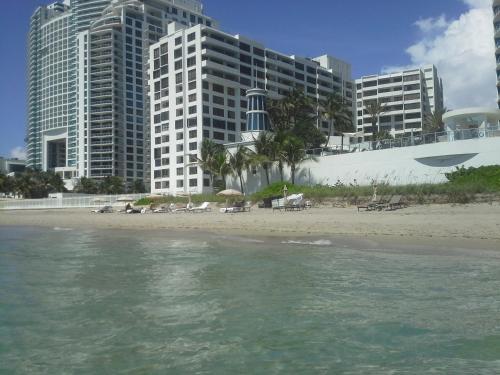 Aleksander Towers - Hollywood, FL 33019