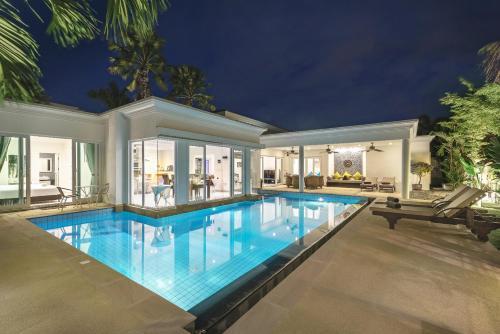 Luxury Pool Villa 52