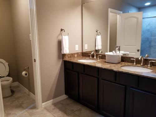 Town Home In A Quiet Neighborhood - Lewisville, TX 75067