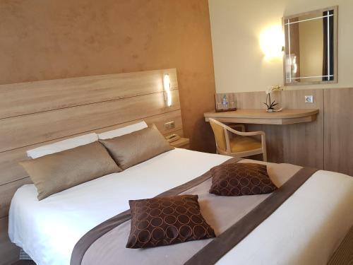 Hotel Champerret Elysees photo 17