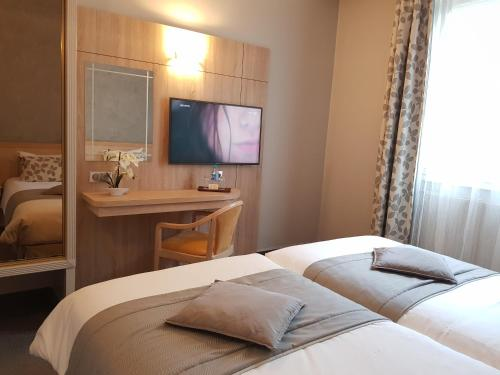 Hotel Champerret Elysees photo 19