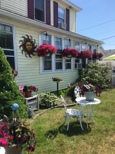 Auberge Beachside Apartment - Old Orchard Beach, ME 04064
