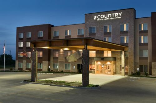 Country Inn & Suites by Radisson Indianola IA