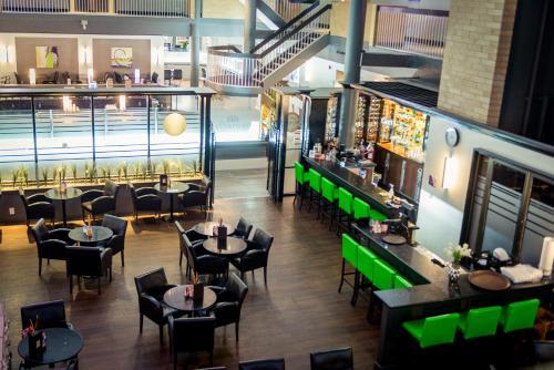 Best Western Plus Village Park Inn - Calgary, AB T2M 3Y7