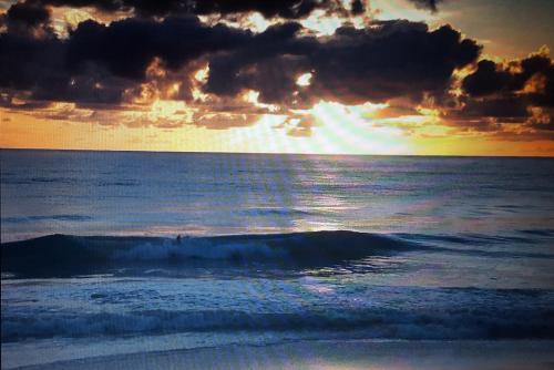 Oceanview Waimanalo Beach Bungalow - Waimanalo, HI 96795