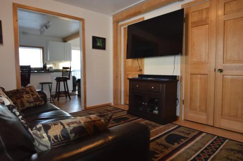 Wildmoon Home - Fairbanks, AK 99712