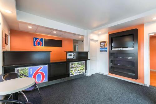 Motel 6 Missoula - University - Missoula, MT 59802
