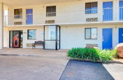 Motel 6 Oklahoma City North - Frontier City - Oklahoma City, OK 73131