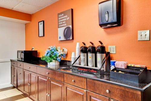 Motel 6-Washington DC - Washington, DC DC 20012