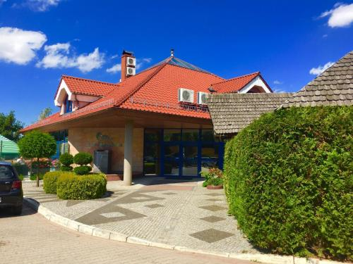 """__{offers.Best_flights}__ Hotel """"Księżyc"""" w Świebodzicach"""