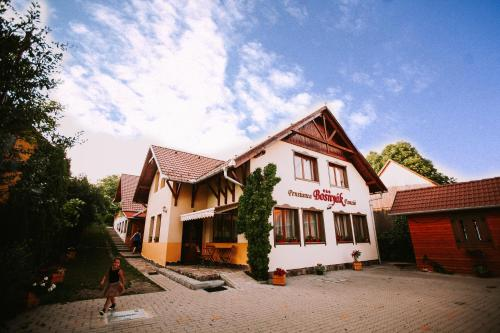 Bosnyák Panzió - Accommodation - Odorheiu Secuiesc