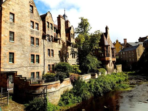Lovely 2 bed in Dean Village with Private Parking photo 3