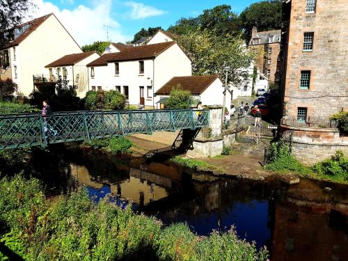 Lovely 2 bed in Dean Village with Private Parking photo 6
