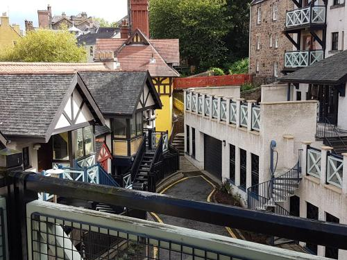 Lovely 2 bed in Dean Village with Private Parking photo 9