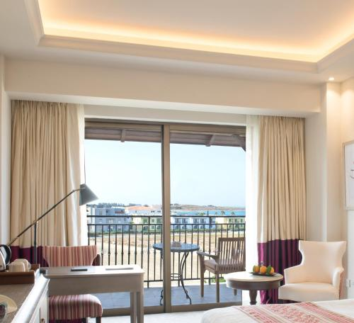 Quarto Deluxe com Vista Mar Lateral (2 Adultos + 1 Criança) (Deluxe Room with Side Sea View (2 Adults + 1 Child))