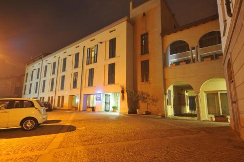 . Parini Hotel