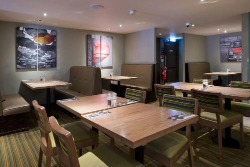 Premier Inn London Edgware photo 24