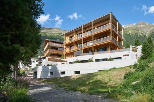 . Alpine Lodge Chesa a la Punt