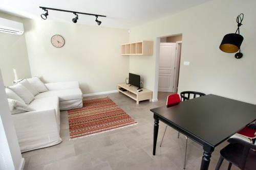 The PLovediv Button Square Apartment