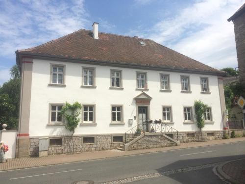 . Ferienwohnungen im SCHUL & RATHHAUS Obervolkach