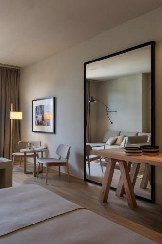 Junior Suite with Terrace Hotel Peralada Wine Spa & Golf 10
