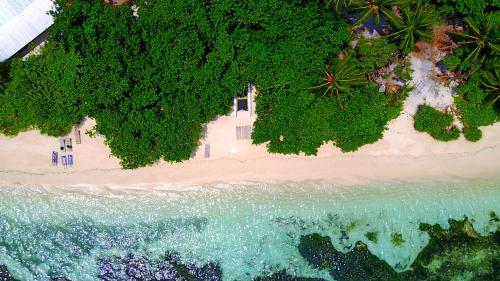 . Rasdhoo Island Inn Beachfront