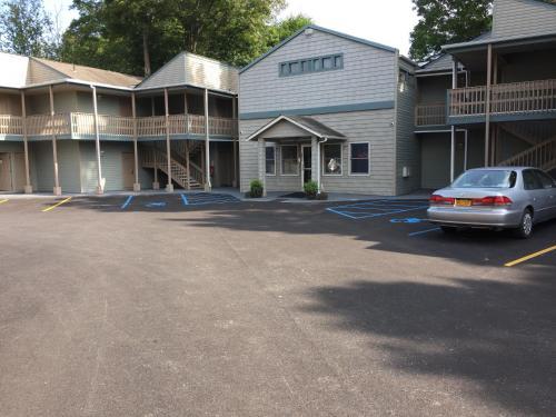 . Town House Inn