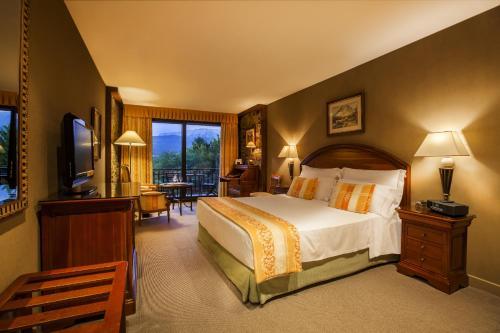 Double Room with Terrace and Spa Access El Castell De Ciutat - Relais & Chateaux 2