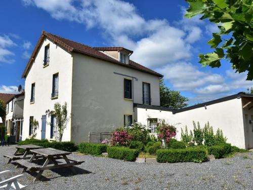 . Lovely Holiday Home in St-Honore-les-Bains with Garden