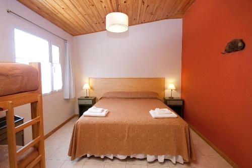 Habitació Doble - 1 o 2 Llits amb Bany Compartit (Double or Twin Room with Shared Bathroom)