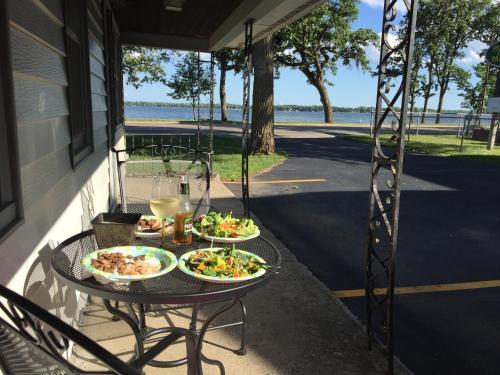 Lakes Inn - Detroit Lakes, MN 56501