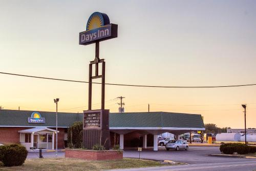 Days Inn By Wyndham Lebanon - Lebanon, MO 65536