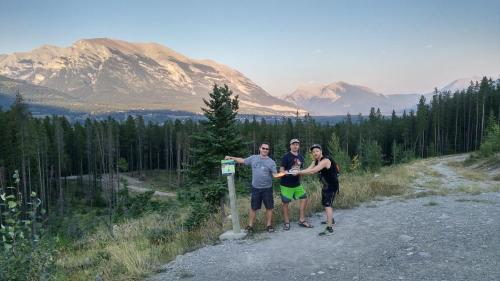 Sunset Mountain Inn - Canmore, AB T1W 3G1