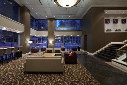 Delta Hotels By Marriott Montreal - Photo 2 of 43