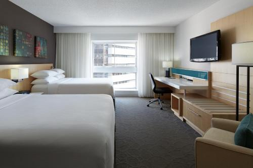 Delta Hotels By Marriott Montreal - Photo 5 of 43