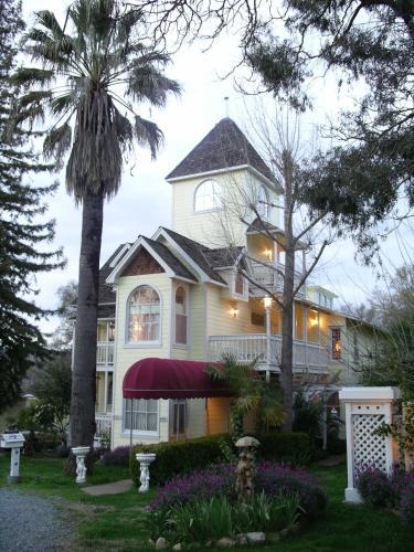 The Palm Hotel - Accommodation - Jamestown