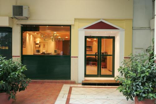 Alma, Pension in Athen