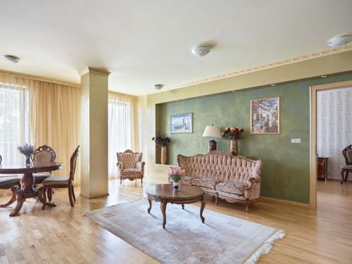 . lira Apartments