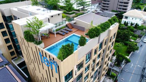 Ten Ekamai Suites by Aspira photo 15